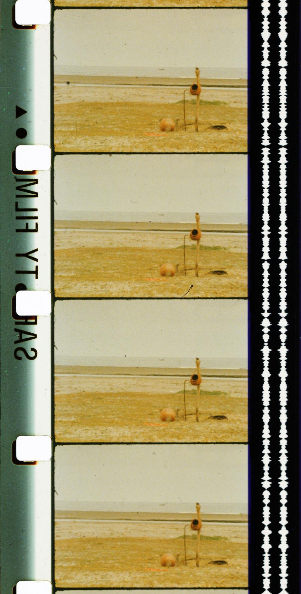L\'Eau Ganga, 1985, Film 16 mm couleur, sonore, 2 h 33 min © Viswanadhan© Adagp, Paris© Centre Pompidou, MNAM-CCI/Service de la documentation photographique du MNAM/Dist. RMN-GP