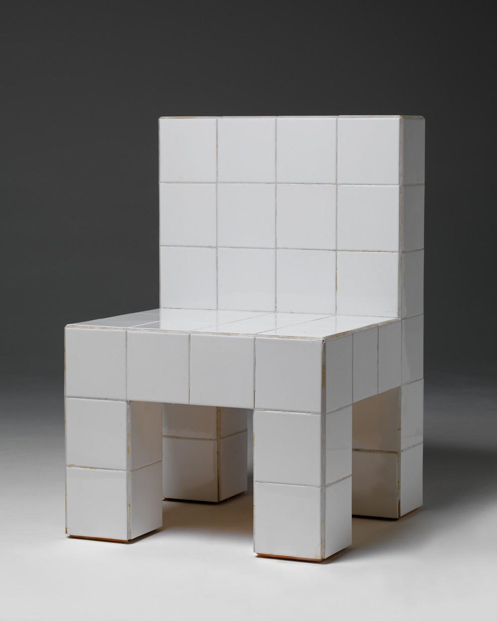 Chaise à carreaux de faience blanc, Biennale de Venise, Italie, 1972© Hans Hollein© Centre Pompidou, MNAM-CCI/Georges Meguerditchian/Dist. RMN-GP