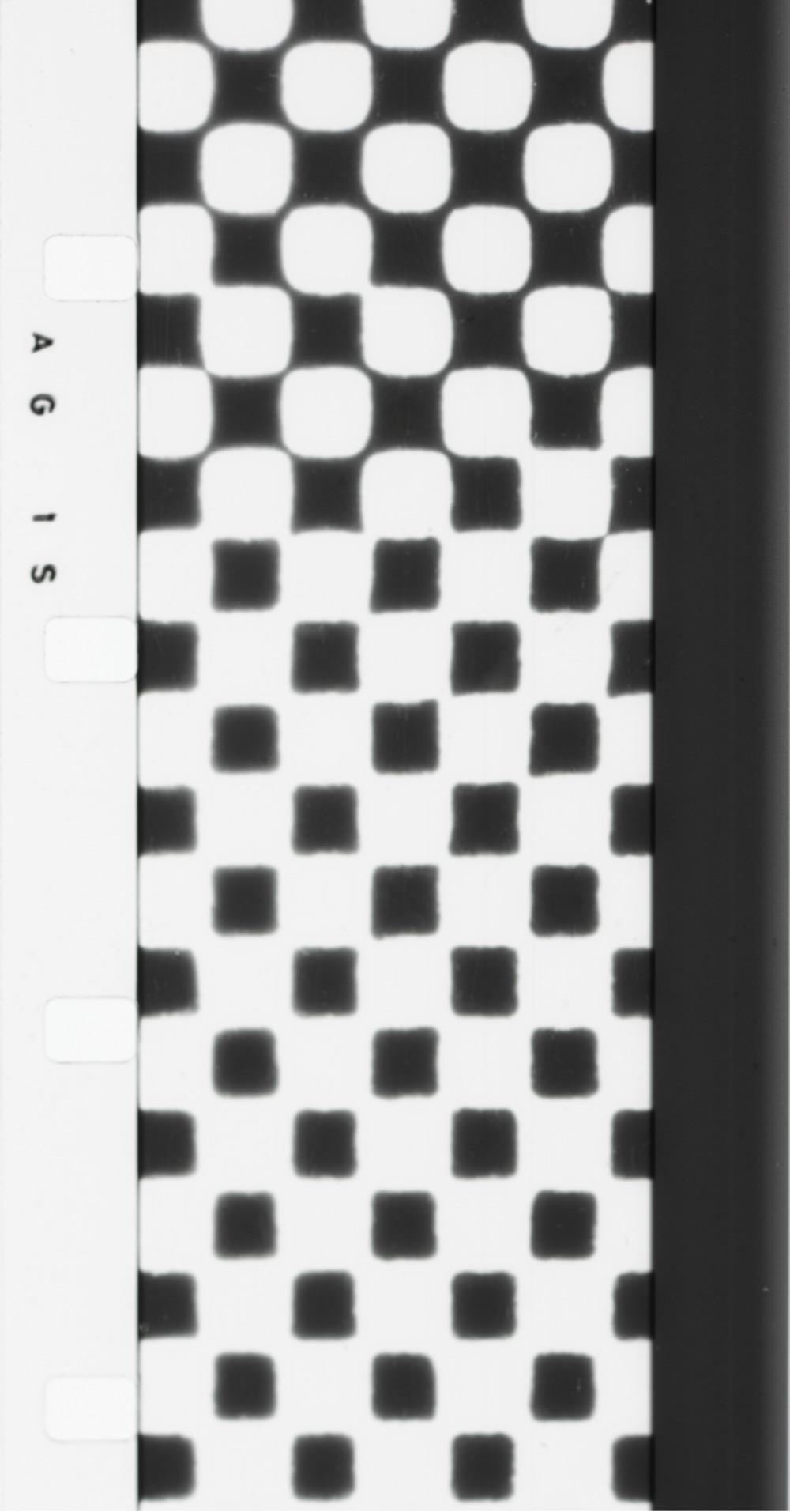 George Maciunas, Artype (Fluxflim n°20), 1966, Film 16 mm, noir et blanc, silencieux, 2 min. 24 sec. Achat 1994 (Photogrammes), © George Maciunas / Adagp, Paris© Centre Pompidou, MNAM-CCI/Service de la documentation photographique du MNAM/Dist.