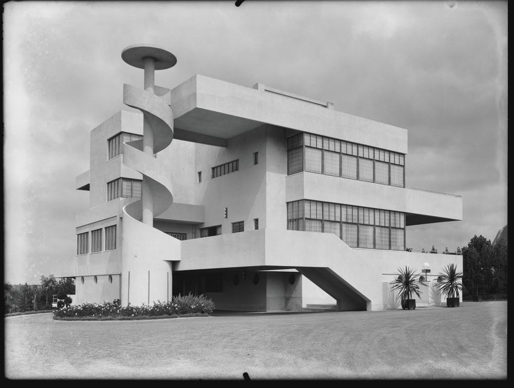 © Photomontage, 1931 Willy Kessels © 2019, SOFAM, Belgium Coll. AAM/CIVA, Brussels