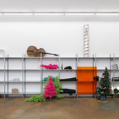 Vue de l'exposition Quicksand 2, MAMCO, Genève, 2019 Installation, matériaux divers  Dimensions variables  Courtesy de l'artiste